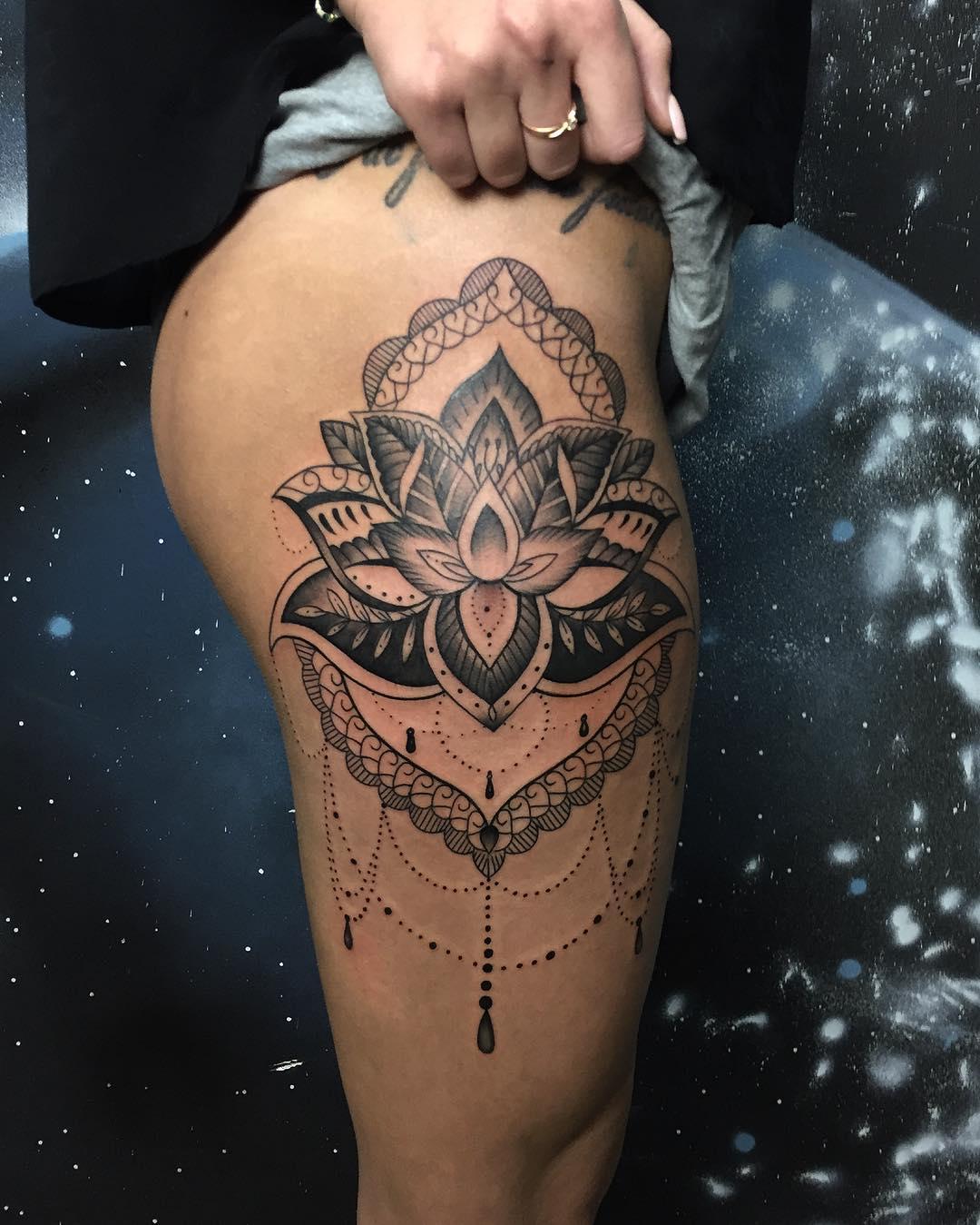 艾小姐大腿莲花纹身图案