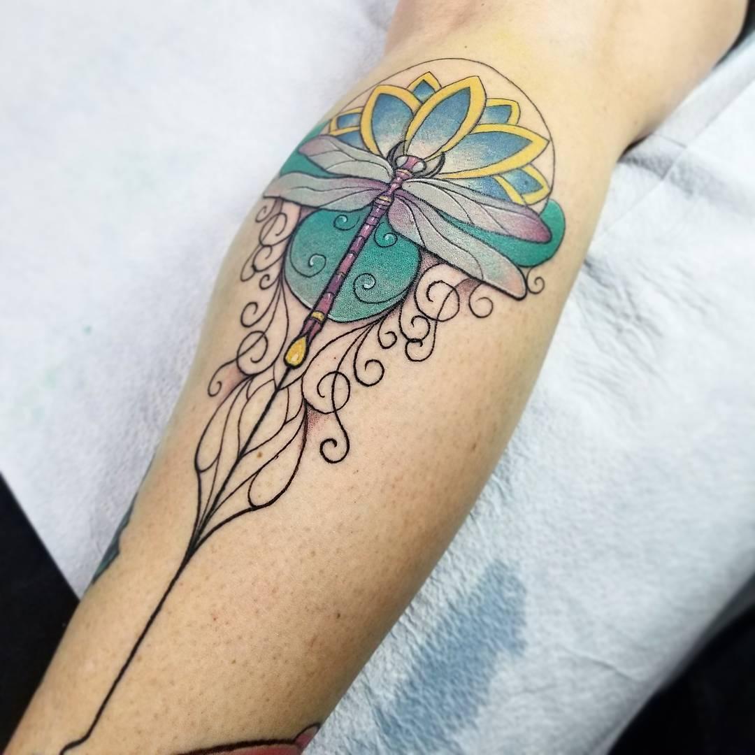 充先生小腿荷花纹身图案