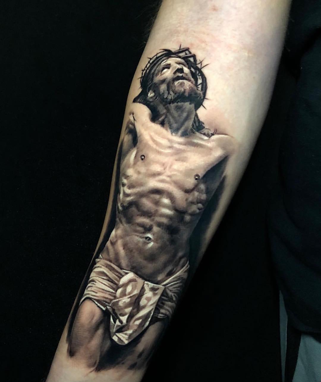 做五金店的袁先生小臂写实耶稣纹身图案