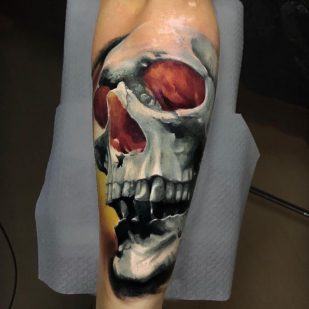 桓先生小臂写实骷髅纹身图案         宰先生小臂写实骷髅蛇纹身图案
